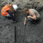 Graven in de graven, team van archeologen aan het werk bij de Grote Kerk