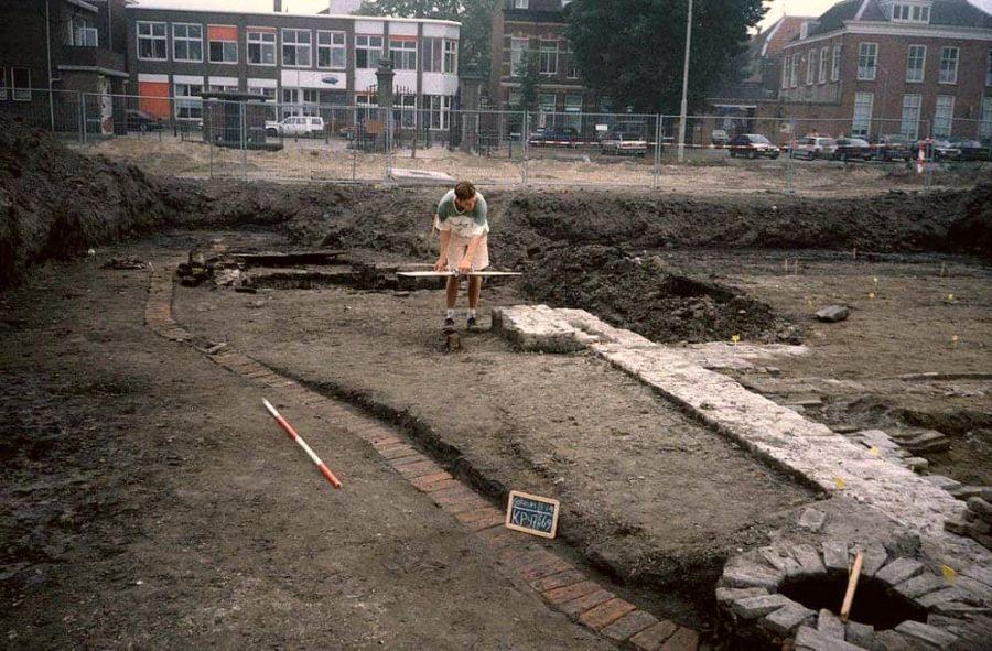 Drainagesysteem in de tuin van huis Paffenrode tijdens de opgraving op op Kazerneplein te Gorinchem in 1997