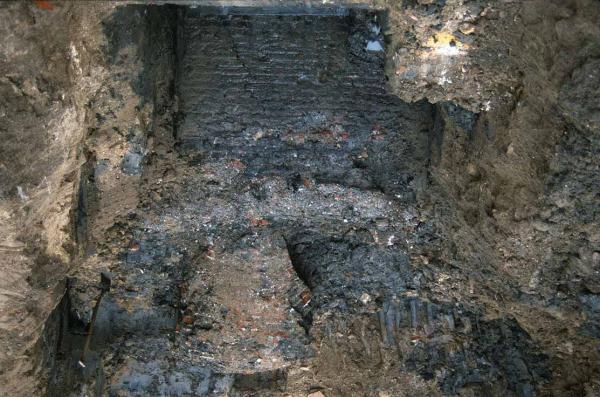 Keizerstraat 6, stadsmuur (1997)
